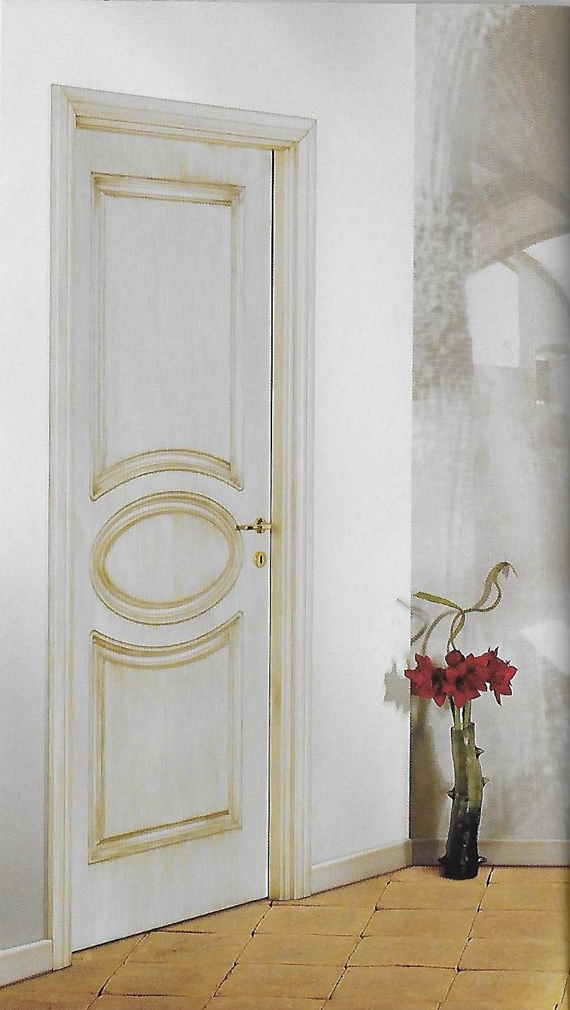 Porta classica bianca